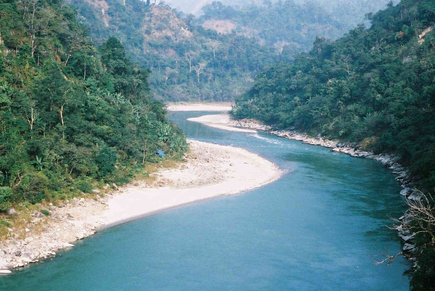 The view of River Teesta on the way to Kalimpong