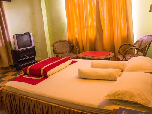 Book Non-AC Deluxe Room at Jopa Palace, Darjeeling