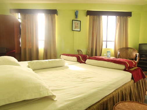 Book Non-AC Deluxe Queen Room at Jopa Palace, Darjeeling