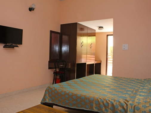 Book Non-AC Deluxe (Double Bed)  at HOTEL SHIKHAR, Darjeeling